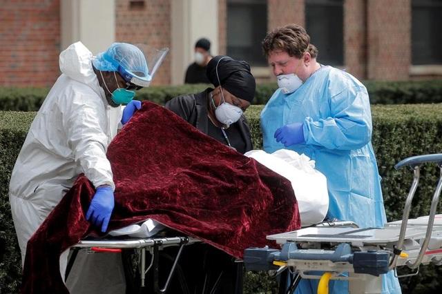 Hơn 65.000 người chết vì Covid-19, Mỹ phê chuẩn thuốc điều trị đầu tiên - 1