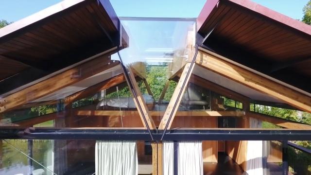 """Ngôi nhà nằm giữa hồ với mái nhà """"chẻ đôi"""": Sáng đón nắng, đêm ngắm sao - 4"""