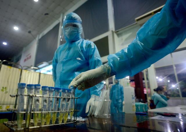 TP HCM: Trường hợp mới nghi nhiễm Covid-19 đã tham quan chợ Bến Thành - 1