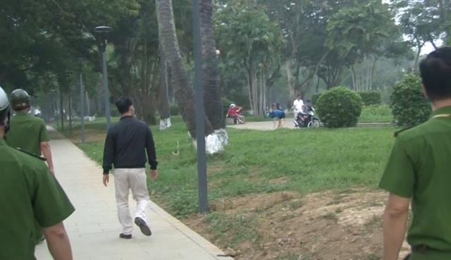 Phạt hàng trăm người không đeo khẩu trang ở công viên - 4