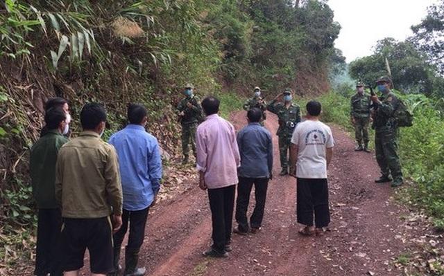 Vượt biên trái phép, 7 anh em bị bắt giữ đưa đi cách ly - 1