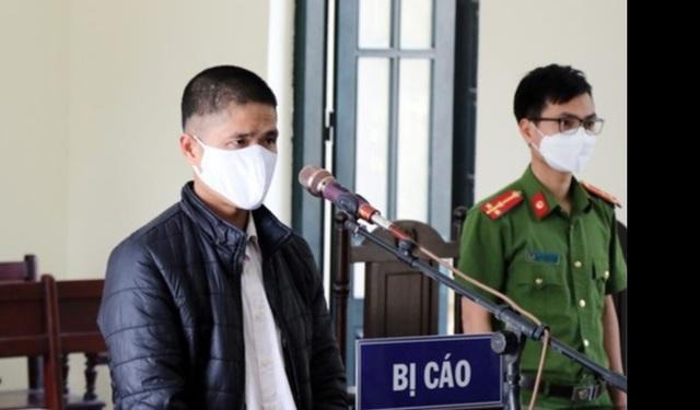 Lĩnh 12 tháng tù giam vì chống đối chốt kiểm dịch Covid-19 - 2