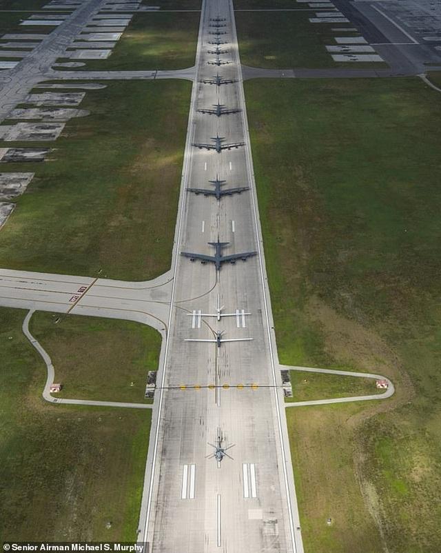 """""""Pháo đài bay"""" B-52 của Mỹ tập trận """"Voi đi bộ"""" - 1"""