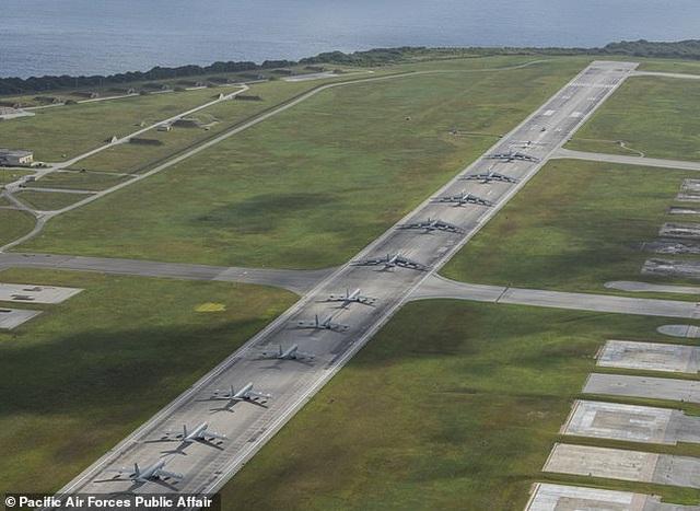 """""""Pháo đài bay"""" B-52 của Mỹ tập trận """"Voi đi bộ"""" - 3"""