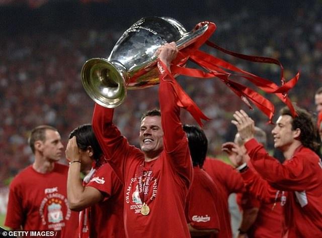 Cựu ngôi sao Liverpool chọn Messi và Ronaldo vào đội hình xuất sắc nhất - 1