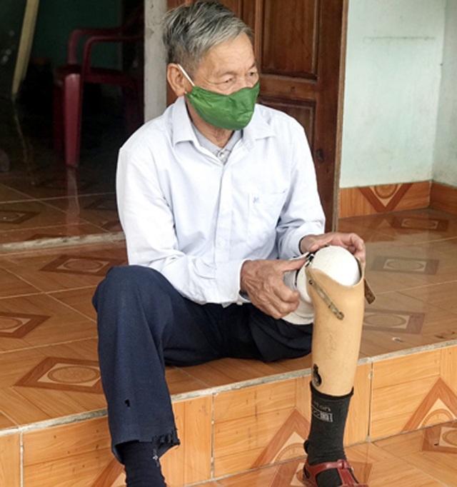 Chiến sĩ 73 tuổi mang chân giả xung phong đứng chốt kiểm dịch - 4