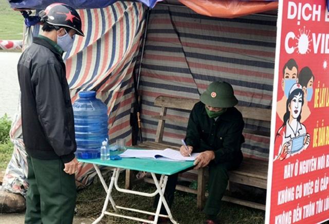 Chiến sĩ 73 tuổi mang chân giả xung phong đứng chốt kiểm dịch - 1