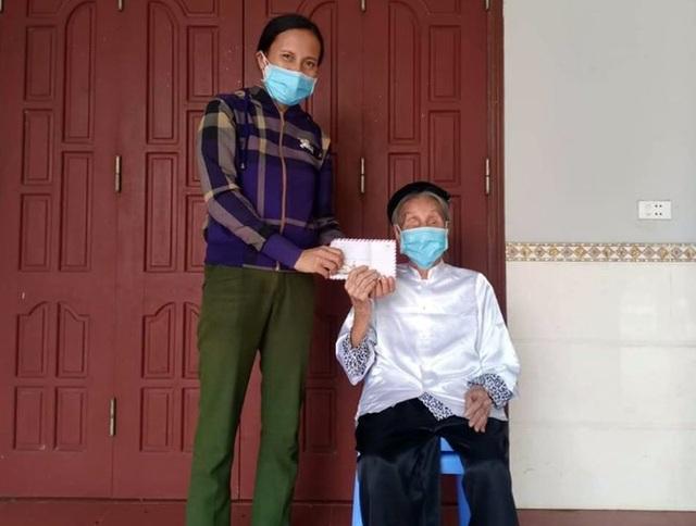 Chiến sĩ 73 tuổi mang chân giả xung phong đứng chốt kiểm dịch - 6