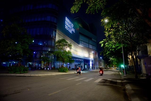 Thủ tướng đồng ý để Hà Nội, TPHCM tiếp tục cách ly xã hội 1-2 tuần - 1
