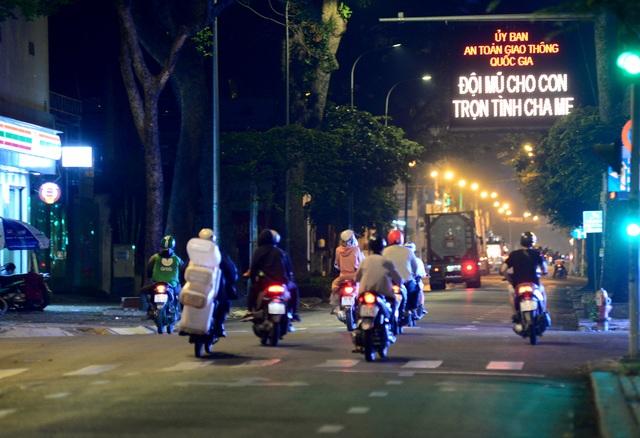 Thủ tướng đồng ý để Hà Nội, TPHCM tiếp tục cách ly xã hội 1-2 tuần - 2