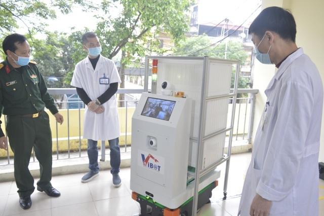 Thử nghiệm robot lau sàn khử khuẩn phòng bệnh ở Bệnh viện Nhiệt đới - 3