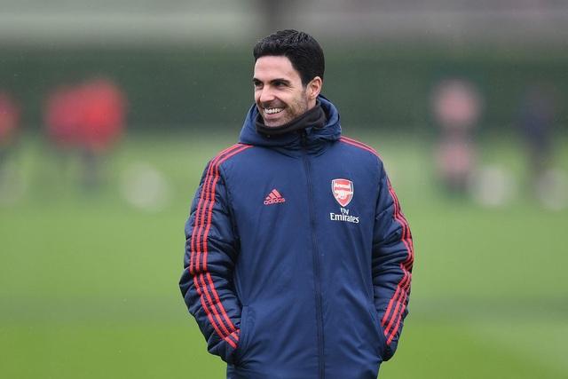 5 cầu thủ Arsenal cần bán để thu 100 triệu bảng
