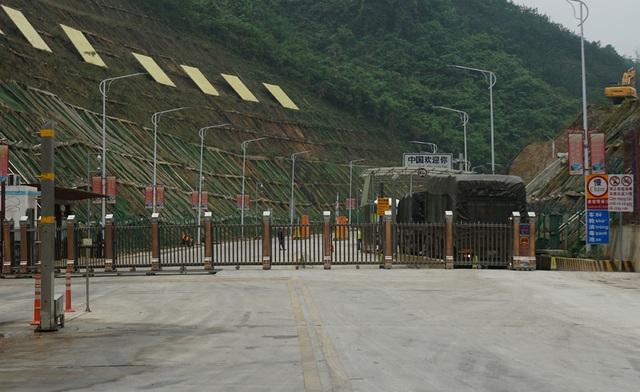 Hàng nghìn xe nông sản ùn ứ ở cửa khẩu Lạng Sơn - 16