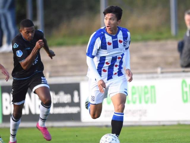 HLV Jansen xác nhận Heerenveen đang đàm phán giữ lại Văn Hậu - 1