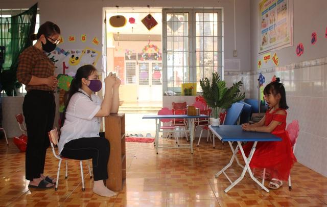 Covid-19: Giáo viên mầm non quay clip, hướng dẫn trẻ tự học tại nhà   - 2