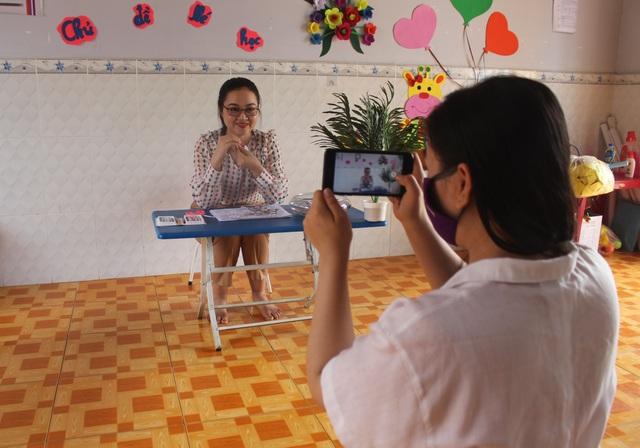 Covid-19: Giáo viên mầm non quay clip, hướng dẫn trẻ tự học tại nhà   - 1