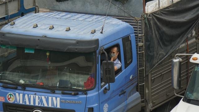 Hàng nghìn xe nông sản ùn ứ ở cửa khẩu Lạng Sơn - 3