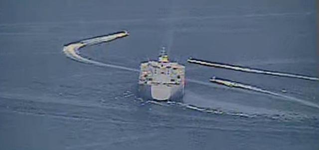 """Cận cảnh tàu Iran """"vây"""" dàn tàu chiến Mỹ tại vịnh Ba Tư - 6"""