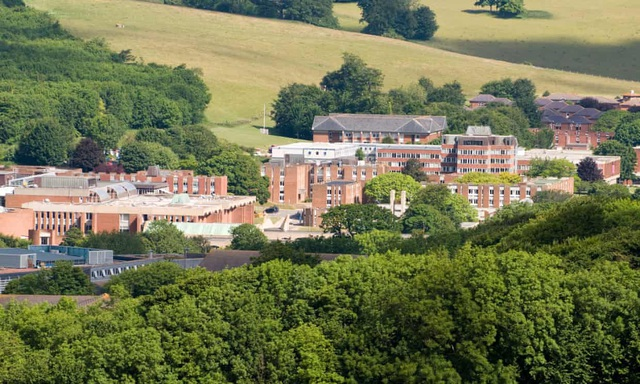 Sinh viên đại học Anh đòi giảm tiền ký túc xá, nhà trọ - 1