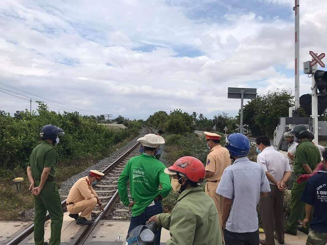 Cố vượt đường sắt, một phụ nữ bị tàu hỏa tông tử vong - 2