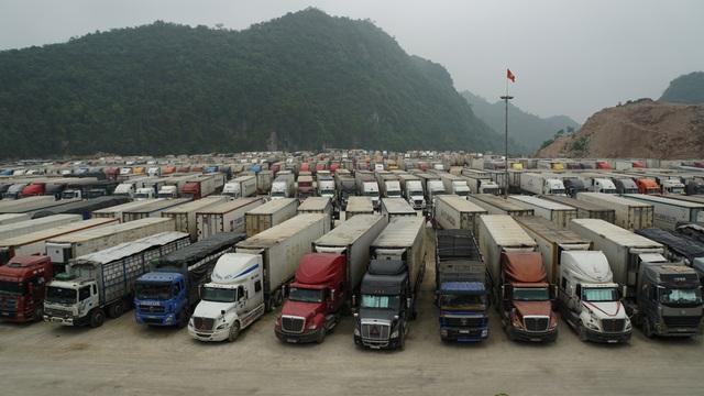 Hàng nghìn xe nông sản ùn ứ ở cửa khẩu Lạng Sơn - 2