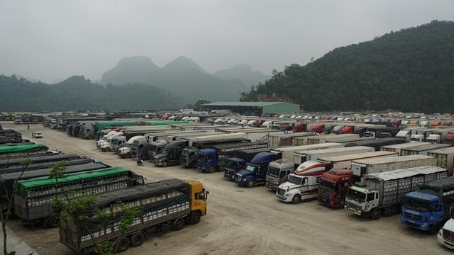 Hàng nghìn xe nông sản ùn ứ ở cửa khẩu Lạng Sơn - 1