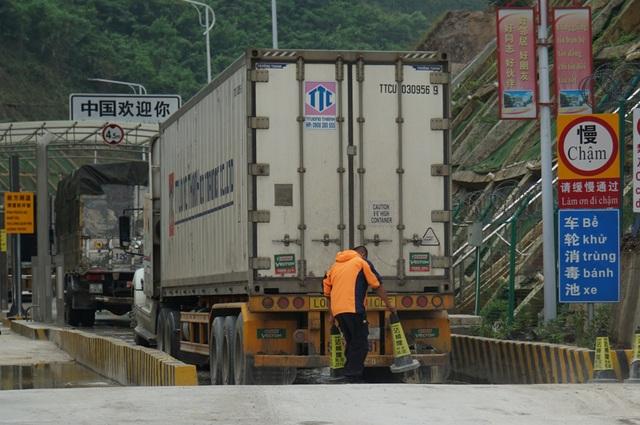 Hàng nghìn xe nông sản ùn ứ ở cửa khẩu Lạng Sơn - 15