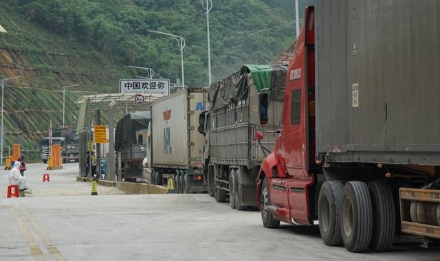 Hàng nghìn xe nông sản ùn ứ ở cửa khẩu Lạng Sơn - 9