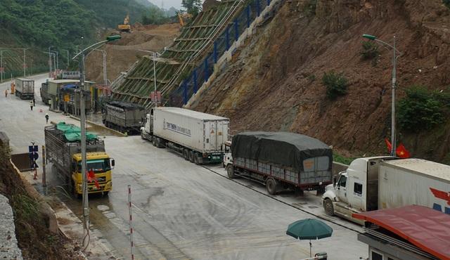 Hàng nghìn xe nông sản ùn ứ ở cửa khẩu Lạng Sơn - 8