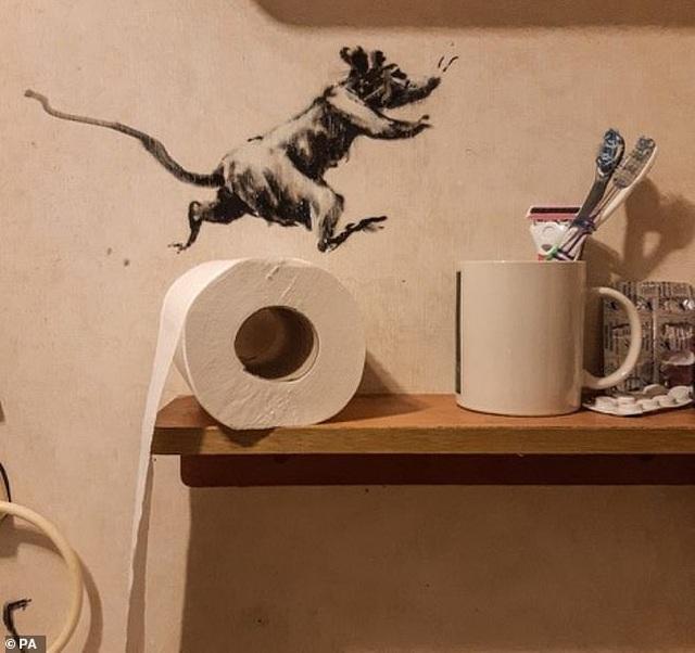 Lý do vợ của họa sĩ graffiti danh tiếng sợ... chồng ở nhà - 4