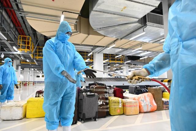308 kỹ sư Samsung từ Hàn Quốc hạ cánh xuống sân bay Vân Đồn - 5