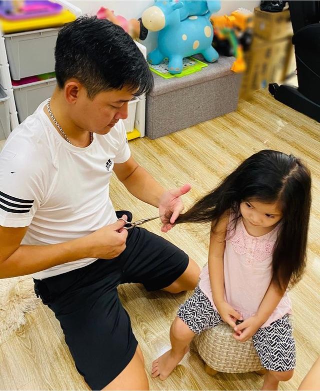 Sao Việt trổ tài... cắt tóc trong mùa dịch Covid-19 - 10