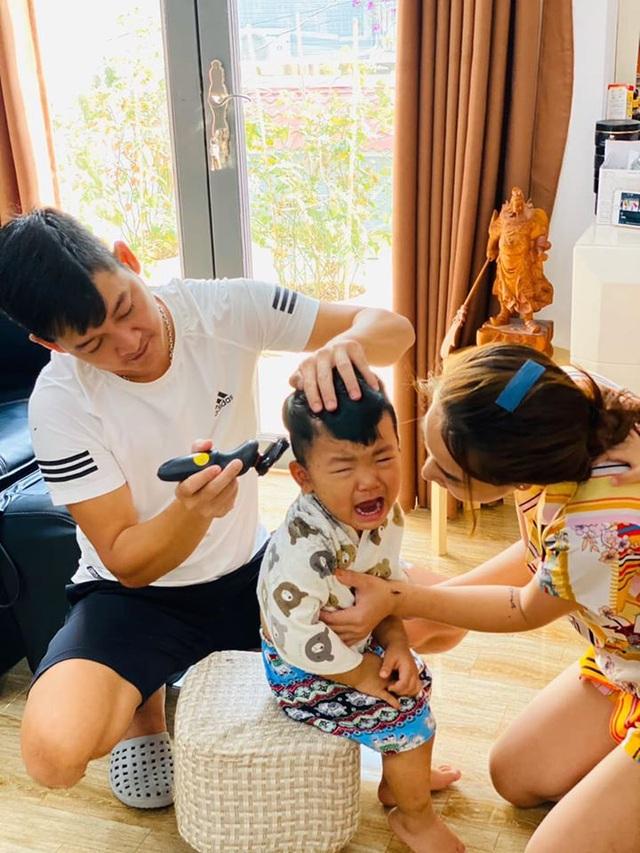 Sao Việt trổ tài... cắt tóc trong mùa dịch Covid-19 - 7