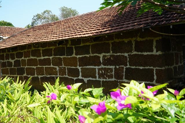 Độc đáo kiến trúc đá ong ở Vạn Tường - 2