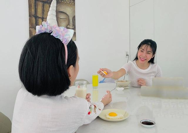 Sao Việt trổ tài... cắt tóc trong mùa dịch Covid-19 - 1