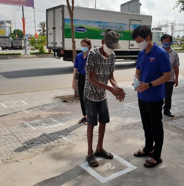 """Đặt """"ATM gạo"""" miễn phí cạnh khu công nghiệp để hỗ trợ công nhân - 3"""