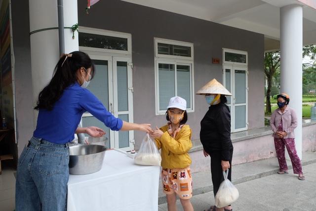 """""""ATM gạo"""" nghĩa tình ở Trường CĐ Du lịch Đà Nẵng - 3"""