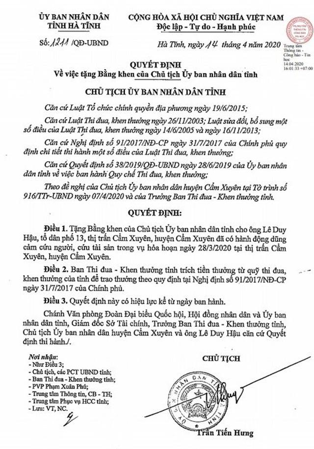 Chủ tịch Hà Tĩnh tặng Bằng khen cho người hùng cứu 9 người - 1