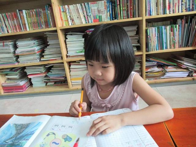 Bạn đọc Dân trí giúp đỡ bé gái ung thư hơn 148 triệu đồng - 2