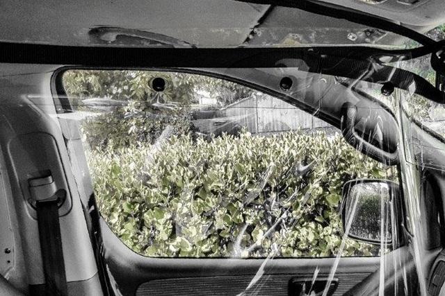 Chiêu độc thời Covid-19: Tự chế vách ngăn trong suốt trên ô tô - 2