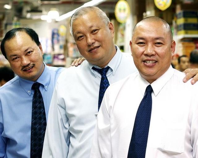 Từ 3 cậu bé ở trại nuôi lợn trở thành tỷ phú Singapore thời dịch Covid-19 - 2
