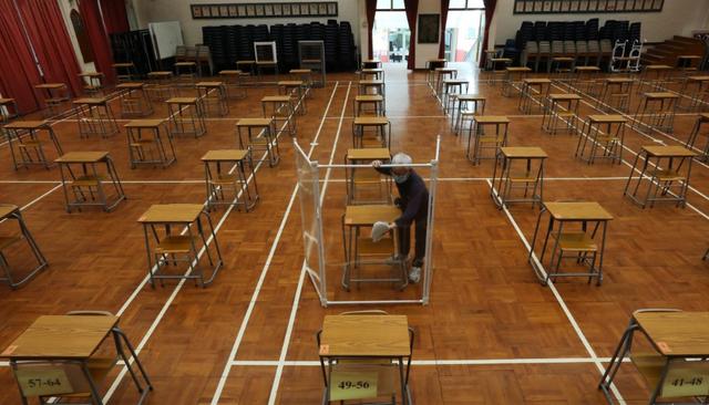 Hong Kong: Bất chấp dịch Covid-19, 52.000 học sinh thi đại học vào tuần sau - 1