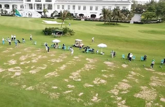 Hàng chục người chơi golf bất chấp lệnh cấm - 1