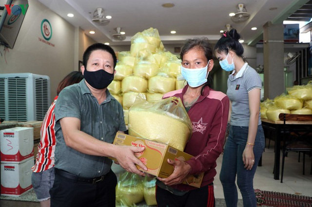 Doanh nghiệp Việt Nam giúp đồng bào tại Campuchia phòng chống Covid-19 - 2