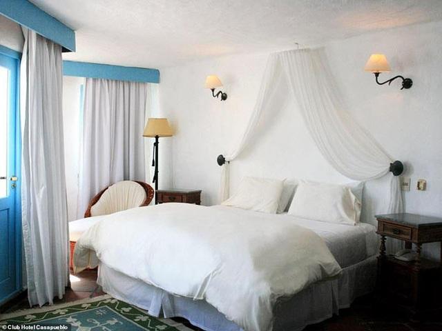 Khách sạn được một nghệ sĩ dành 36 năm để xây dựng trên vách đá cheo leo - 3