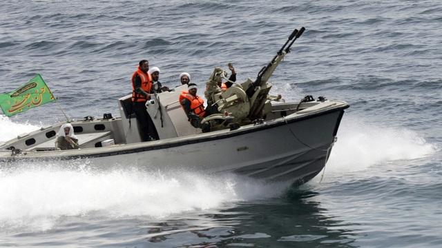 """Iran tung video """"chạm trán"""" tàu chiến Mỹ tại vịnh Ba Tư - 1"""