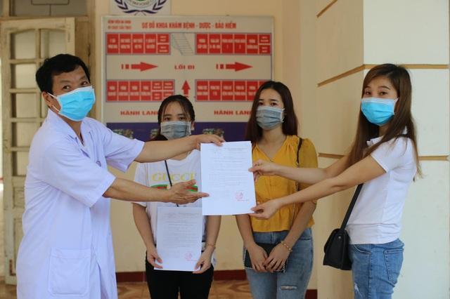 Hà Tĩnh: Thêm 2 bệnh nhân mắc Covid-19 xuất viện - 1