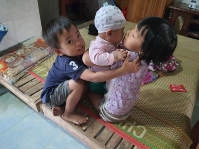 Những đứa trẻ bị bố mẹ bỏ rơi được bạn đọc Dân trí cưu mang - 1