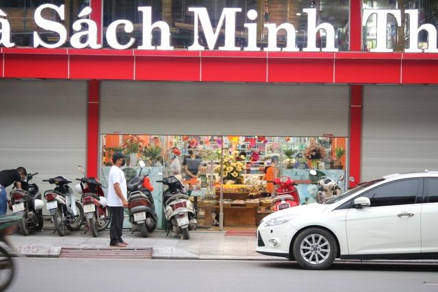 Nhiều siêu thị, nhà hàng rục rịch mở cửa khi chưa hết lệnh cách ly - 1