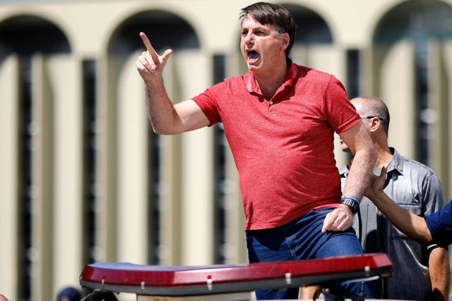 Tổng thống Brazil xuống đường biểu tình phản đối lệnh ở nhà chống Covid-19 - 1